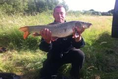 11-lb-barble-river-seven-larford-martin-Harrell-caught-on-pellets-and-Pva-bags-on-swim-feeder-tactics-pleasure-fishing
