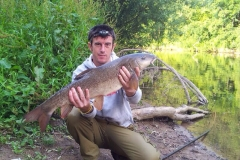 Richard-sanders-9-lb-barble-river-seven-feeder-tactics-on-meat-plesure-fishing